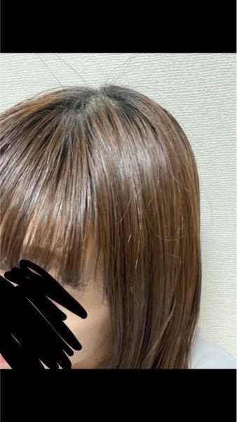 一時的に黒髪にする方法について質問です。 今、このくらいの髪色なのですが17日の月曜日に黒髪にしなければならない用事があります。黒染めスプレーを考えたのですが不器用&賃貸住まいなので万が一汚れるのが怖いの で躊躇してしまいます。何かよい方法はありませんか?後々元の色に戻れば良いのでしばらく黒髪でも大丈夫です。