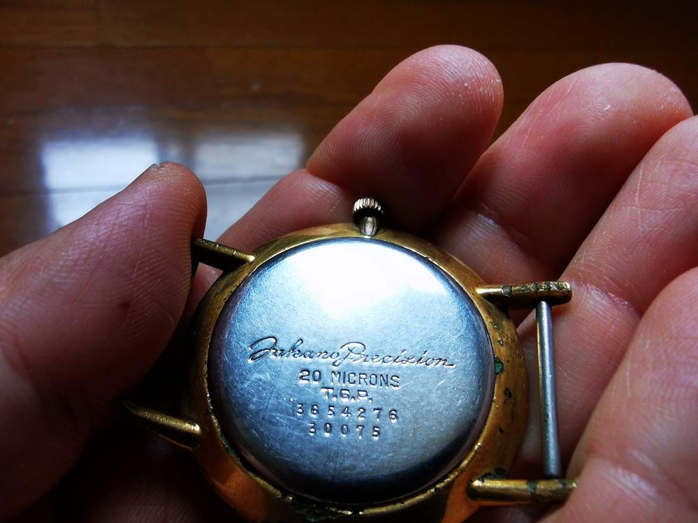 時計に詳しい方教えていただけないでしょうか?画像の時計はなんのブランドでしょうか?