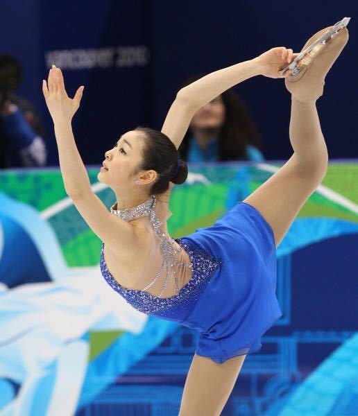 フィギュアスケート女子には、「フリーで青色の衣装を着た選手が勝つ」というジンクスがありますが、バンクーバー五輪でのキム・ヨナさんもフリーでは青い衣装で金メダルになりました。 他にフリーで青色の衣装を着て、五輪で金メダルになった選手はいますでしょうか? 世界選手権の金メダルでもいいです。