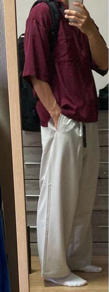 この白スラックス履きたいんですが、これはどうですか?上は何を着たら良いですか?