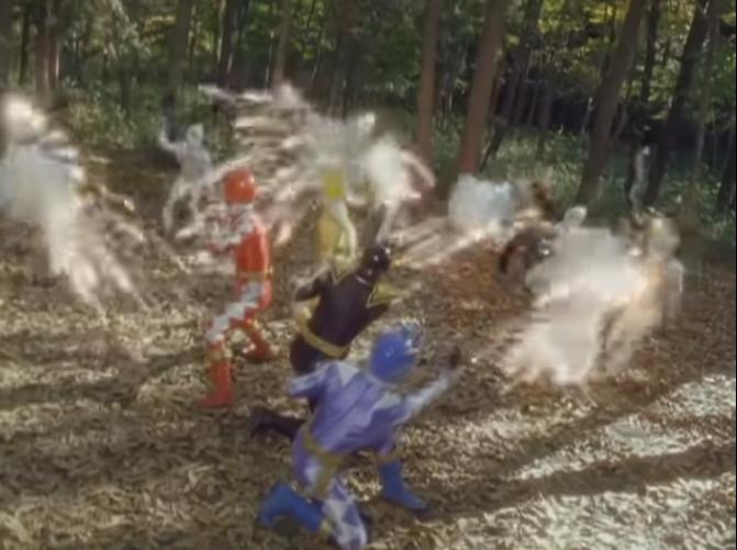 『不滅の体内にいる壬琴を救出にやって来たアバレンジャー』 数あるアニメや特撮作品の中で「敵対者である人物を悪者の手から救いに行く」と聞き、思い浮かべたのは何ですか?