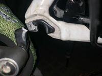 友人から貰ったロードバイクを乗っていたところ、突然チェーンが絡まり、ディレイラーハンガーが折れてしまいました…。 ディレイラーハンガーだけ売ってませんでしょうか?  ロードバイクの車種は2015年 CANNONDALE CAAD8 Tiagraです。