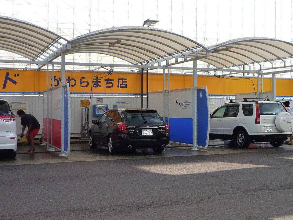 バイクの洗車ってどこでしてるんですか?自動車用のこういうところで車と一緒に高圧水と泡で洗ってるんですか?
