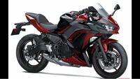 バイクについての質問です。 今gixxer sf 250の塗装について考えています。 マットブラックですね、そんでもって赤を入れたいなと思ったのですが全く想像がつかずネットで違う車種の塗装を見てみようと思いそこでninja250の赤黒のようなカラーにしたいなと思いました。 皆さんに想像してもらってありかなしか考えてみて欲しいです。  カスタムは自己満だからまわりの目を気にするなって言われてい...