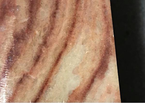 占いなどでパワーストーンに精通している方や地質学に詳しい方など石に詳しい方がいましたら こちらの石の名前を教えてください。人間の皮膚の色の様な肌色に茶色いマーブル模様が入っているのが特徴です。よろしくお願いしますm(_ _)m