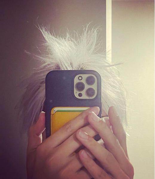 江口拓也さんの携帯はiPhone12ですか?そして何色かわかる方いますか?江口さんのインスタを見てどんなのだろうと思いました。お願いします!