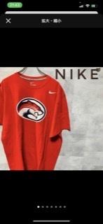 このTシャツのマークって カレッジのロゴですか?