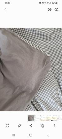 今家でこの柄、色の布団カバーで寝てます。 ちょっと暑くなってきたので、ユニクロのボックスシーツカバー買おうかなって思ってこの柄、色ならグレーとダークブランどっちがいいですか? ちなみに夏は無印の茶色のタオルケットです。 詳しい方教えて下さい。よろしくお願いします。