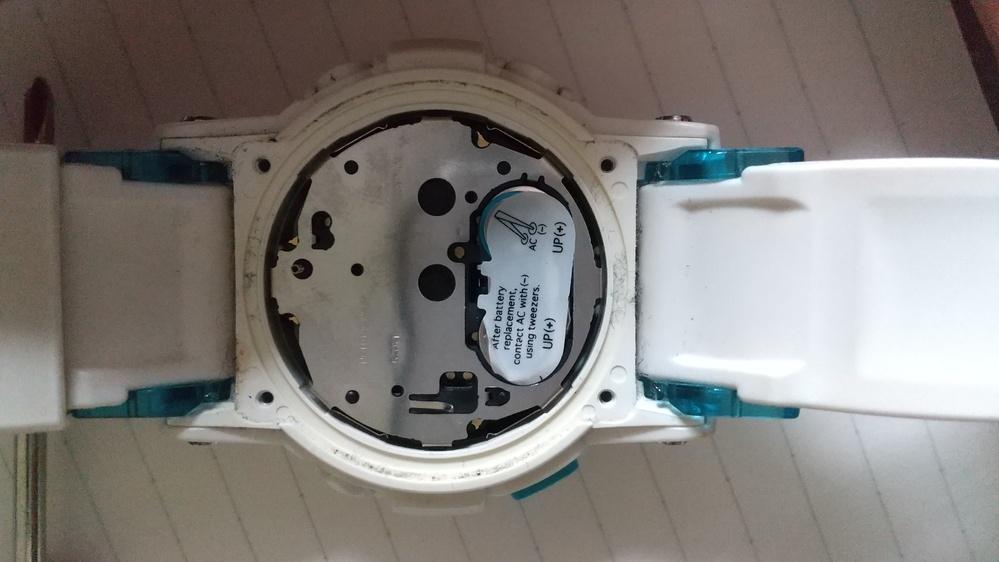 時計の電池の交換をしたいのですがどうやったら交換できるか教えてください