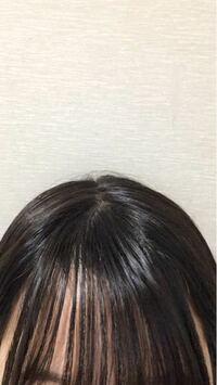 前髪の根本ら辺のうねりと髪の毛の分け目おかしくないですか?