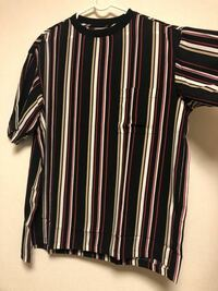 このTシャツはダサいですか? Dr.Martensの3ホールと黒スキニーにインして合わせようと思っているのですが…