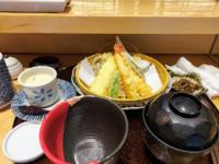 ランチにちょっと高級な寿司屋に行って、天ぷら定食頼んだら、これが出て来ました。おかしな所に気付きますか? こう言うミスは、たまにか、結構有るのですか?