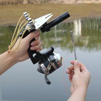 釣りに詳しい方教えてください。 画像のような釣り具は日本では合法ですか? 水中銃は非合法で使う事は出来ないと思いますが、 画像のようなパチンコで小さな銛を発射し、刺さった魚を 下のリールで巻き上げる形の釣り具になりますが、 銛を発射するということで、水中銃の部類に入るかどうかが 気になります。