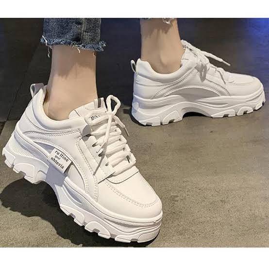 こんな感じの、厚底に見えるけど厚底じゃない靴、またはゴツい感じの靴ってありますか?