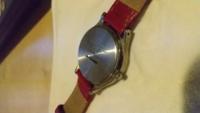 腕時計の電池交換をしたいのですがやり方がわかりません 自分で交換するより専門の方に頼んだ方がいいでしょうか?