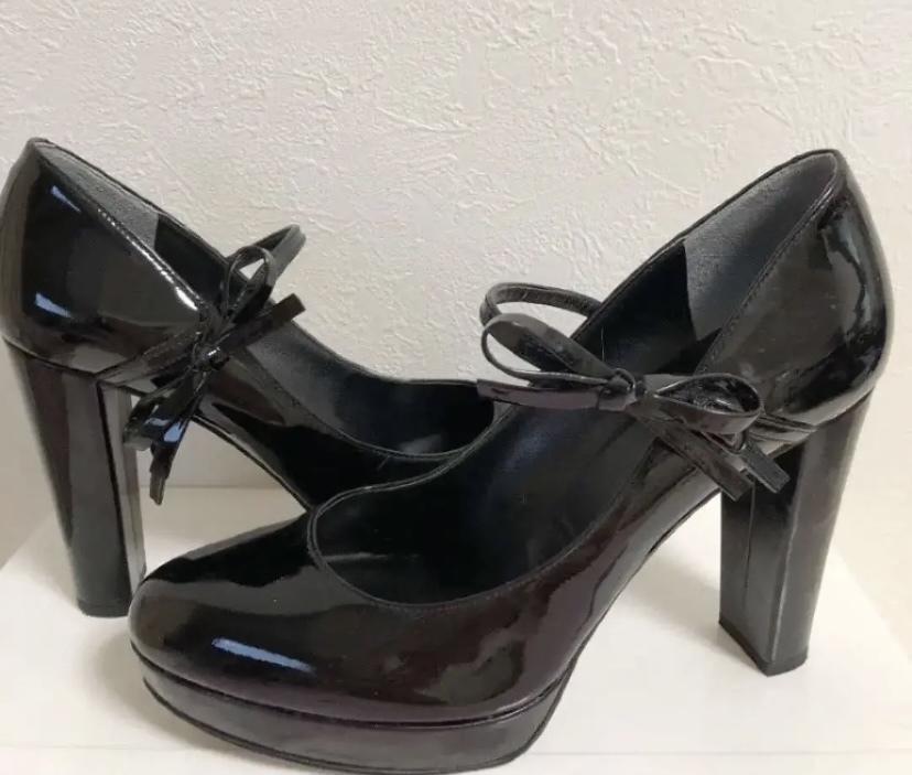 この靴って他の10センチヒールの靴よりかは歩きやすいのかと思いますが、後ろと前との高低差がありすぎて変な格好になってしまいませんか? 歩き方のコツとかありますか??