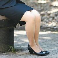 ヤマビルの多発する場所に、仕事帰りにスカートスーツ(写真のようなやつです) で入らなくちゃいけないんですが…  一応ストッキングは穿いてますが、  脚元を吸血される事は防げるんでしょうか?