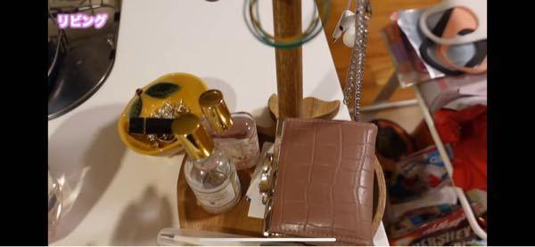 コレは加藤乃愛(徳川家康)の先日の動画に一瞬映った画像なんですが、この香水?がなんの香水かわかる方いらっしゃいますか?いたらおしえてください。