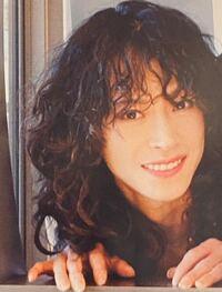 中森明菜さんのシングルのカップリング曲で、お好きな曲(5曲以内)を教えてください。 私は、本日は以下の5曲です。  温り (1983年「1/2の神話」c/w) https://youtu.be/rWXkQMZc1wM  危ないMON AMOUR (1986年「Fin」c/w) https://youtu.be/sfcxk3yWO6c   Rose Bud (1994年「夜のどこかで」c/w)...