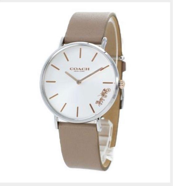 coachの時計の購入を迷っています。 画像のcoachの時計のデザインはどう思いますか? ベルトはグレージュ、文字盤はゴールド(ピンクゴールド)のようです。 26歳の女です。