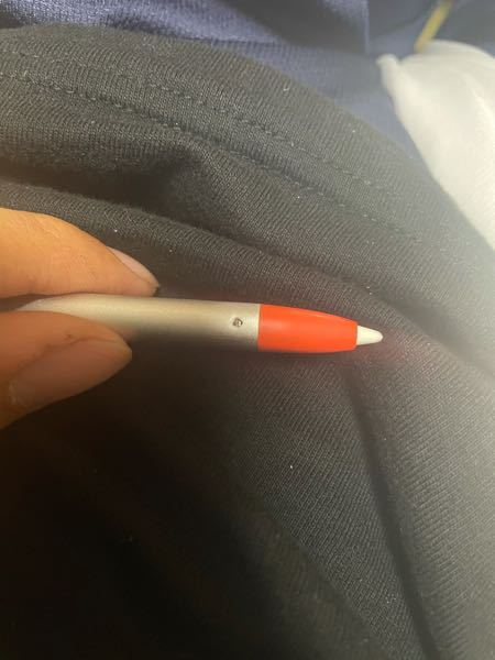 ロジクールのデジタルペンシル、クレヨンのペン先が全く取れません。ピンを両方から強く挿れてるんですが穴の周りの部分が凹んでしまいました。硬すぎて取れません。どうすればいいですか?
