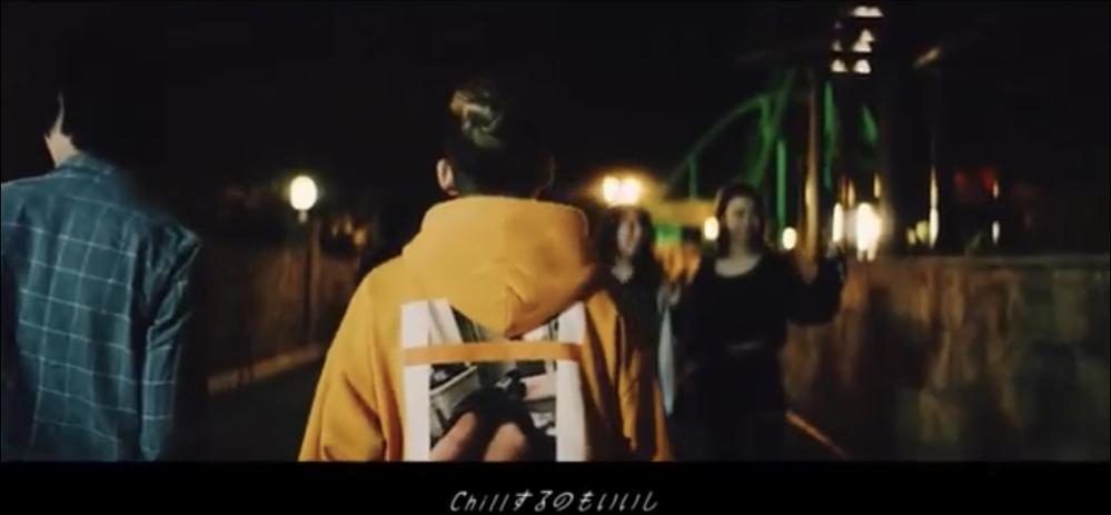 清水翔太さんのSorryというPVで着ているこのオレンジのパーカーのブランドがどこか分かる人居ますか???