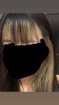 明後日ドンキホーテのアルバイトの面接があるんですけど今の髪色がフェイスフレーミングといって普通にインナーと前髪にもインナーが入ってる 髪色なんですけど(ブリーチが抜けて今は金色)そのまま面接に行っていいのでしょうか。それとも全頭同じ色に落ち着かせた方がいいのでしょうか。 またピアスつけたまま面接してもいいのでしょうか。ドンキがどこまで緩いかがわかりません。教えてください。