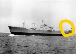なぜこの船(Holtheim)はマルでかこった部分に居住区(?)があるの?
