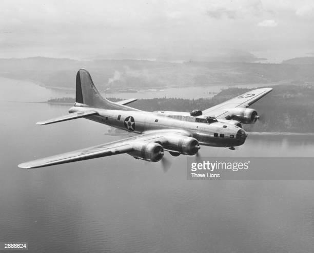 この飛行機(B-17E)のプロペラって時計回り?