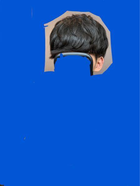 ※画像が見づらい場合は拡大などして下さい。 ※画像の髪型はワックスとヘアスプレーを使用しています。 スパイラルパーマのセットに関しての質問です。 一週間ちょっと前に初めてパーマをあてました。 ですがなかなか前とは違ってセットが上手くいきません。 使っているワックスはオーシャントリコのエアーで、ヘアスプレーはケープの3Dエクストラキープです。 僕がなりたい髪型の雰囲気は、カチッと決めるのではなくふんわり感を出して緩い感じにしたいのですが、カールも出したいです。 今日のセットは少しミスったなと思っていて、トップの立ち上げをもっとすれば良かったと思っています。 1 改善するお良くなるところ 2 今の状態で変じゃないか 3 その他 ぜひ回答お願いいたします。