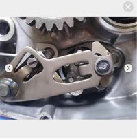 RZ250Rのシフトシャフトのアジャスターを外すとき、マイナスのネジは正ネジでしょうか? 固着していて苦戦しています