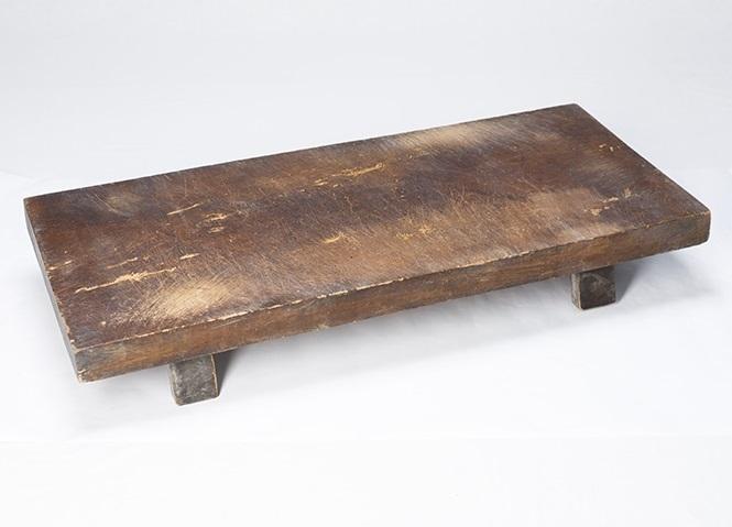 昭和のまな板には足がついていたのですか?