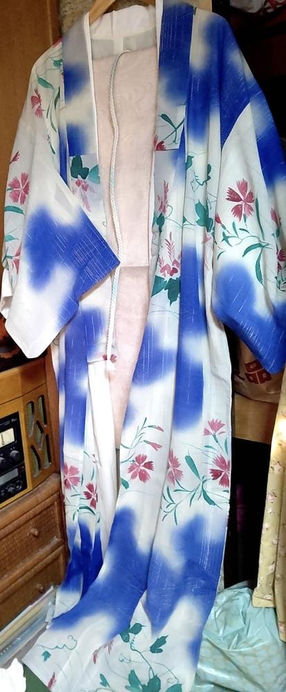 今月(6月下旬)、友達の結婚式が神社であるのですが、この着物は相応しいものでしょうか。 和裁が趣味の母は大丈夫だと言うのですが。。。 当方、30歳です。