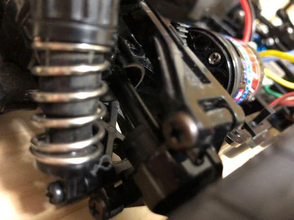 TT02の車輪と繋がっている短いシャフトってなんて言うんですか?