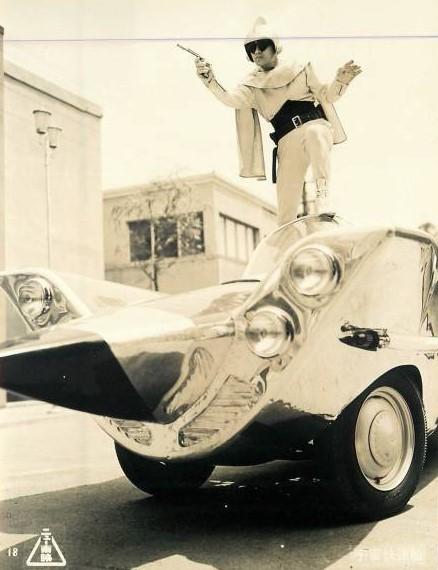 千葉真一主演1961年公開のニュー東映「宇宙快速船~アイアンシャープ」に登場する陸海空を自在に活動する宇宙快速船アイアンシャープ号のベース 車両は何ですか? ご存じの方いましたら教えてください。