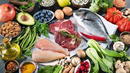 シニアの人が健康のために食べるのをやめた(量を控えている)ものは何ですか?