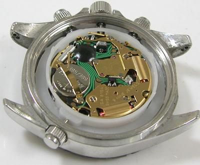 スイス militaryHANOWAクオーツ時計6-5101のリューズの外し方を教えてください。