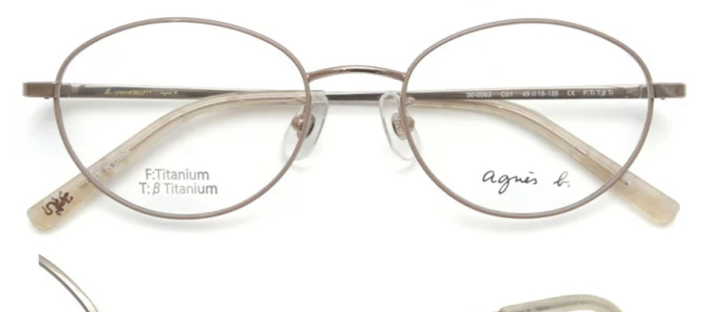エラ張り(そこまで強くは無いです)で、四角めの顔なんですがこのメガネは似合うでしょうか(><)