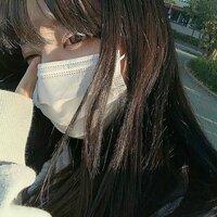 この子の名前、インスタ等のSNSが知りたいです! 多分韓国の子?かと思うのですが..。