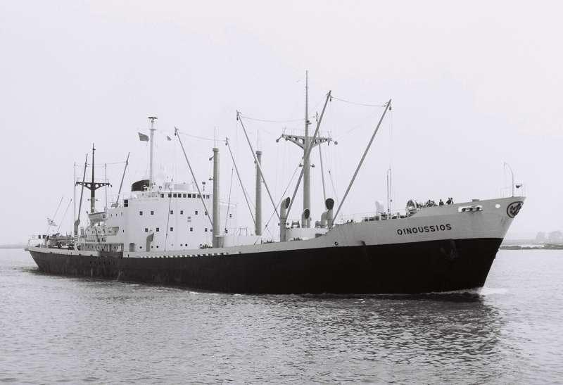 この船(Oinoussios)は貨物を満載した状態?