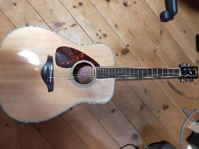 メルカリで購入したこちらのギターはおそらく左利き用のギターだったのですが、6弦→1弦、5弦→2弦といったように弦を逆に貼り変えれば右利き用として使用出来ますか?