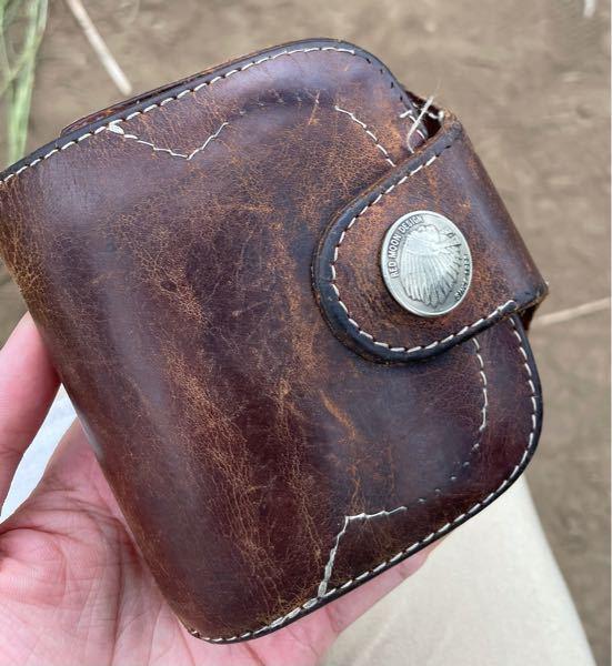 この財布はどこの会社のなんて名前の財布ですか?