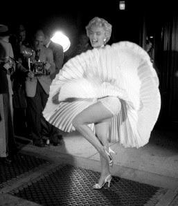 マリリン・モンローは写真ではパンチラしてるのに映画ではパンチラしてないのですか?
