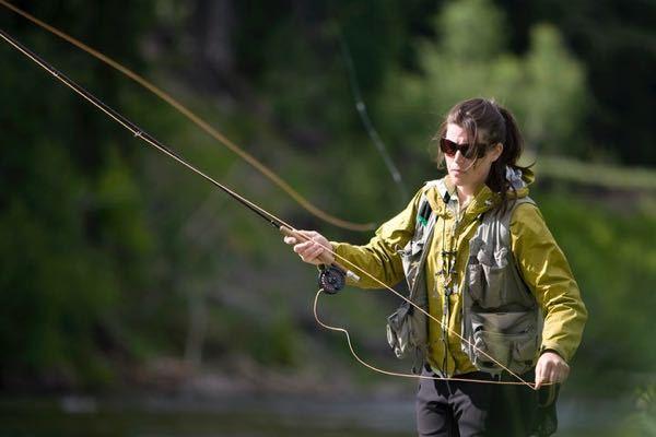 渓流釣りについてです。こういう竿とリール?を使って釣りがしたいんですが、なんて調べたら出てきますか?知らないおじさんにこの竿は使い方簡単だからとおすすめされました。