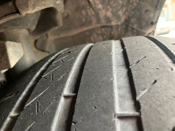 タイヤの交換時期について。 これはもう交換時期ですか? ローテーションしながら2万キロ走りました。
