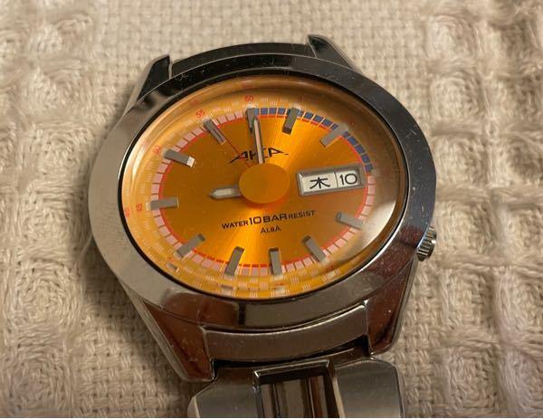 SEIKO ALBA AKAの時計について。 写真の時計なのですが、この時計の詳細を知っている方はいらっしゃいますでしょうか?(何年発売や定価など) またAKAシリーズがどのようなシリーズなのかも知りたいです。 型番は「V743-5A10」です。よろしくお願いします。
