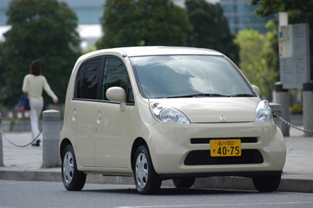 ホンダや三菱等普通車も作ってるメーカーが軽自動車を作ると格好良いのに何故「ダイハツ」が作ると安っぽいのでしょう?