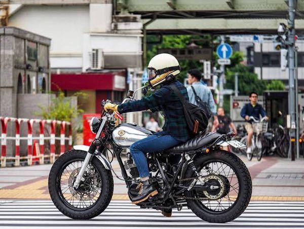 250ccのこのような太いタイヤのバイクに乗りたいのですが、おすすめの車種はありますか?また、このバイクの名前は何ですか?
