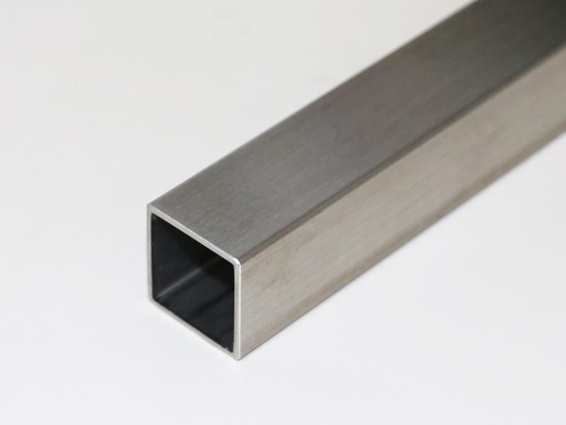 金属の切断について。 部屋でアルミやステンレスの角パイプ、アングル材、フラットバーなどをラクに切断する電動工具は何がおすすめでしょうか? 切断対象: アルミの場合、最大50mm✕50mm✕厚み3mmの角パイプ ステンレスの場合、最大50mm✕50mm✕厚み2mmの角パイプ 欲しい条件: できるだけバリが少なく 火花が出ない 自分で調べてみたところ、プロクソンの卓上の小さいバンドソーとかが適しているのかな?と思っています。 詳しい方のご意見を伺いたいです。