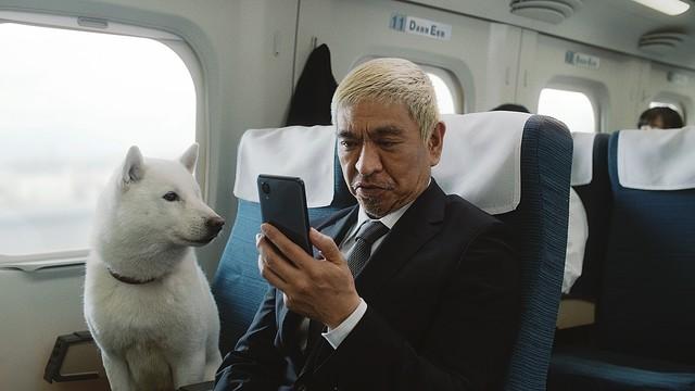 松本人志さんはスマートフォンが登場する前、ソフトバンクではない携帯電話会社のTVCMに出演していました。その会社は消滅したのですか?